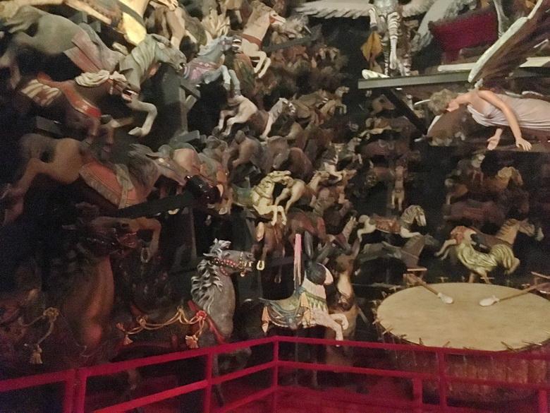 אוסף סוסים וחיות אחרות מקרוסלות ישנות מכל העולם