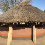 עיצוב בית כפרי אותנטי וצבעי האדמה של אפריקה
