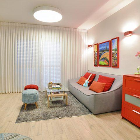 עיצוב דירה צבעונית במיוחד למשפחה שמחה