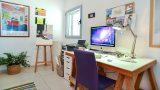 כיסא סגול בעיצוב חדר עבודה